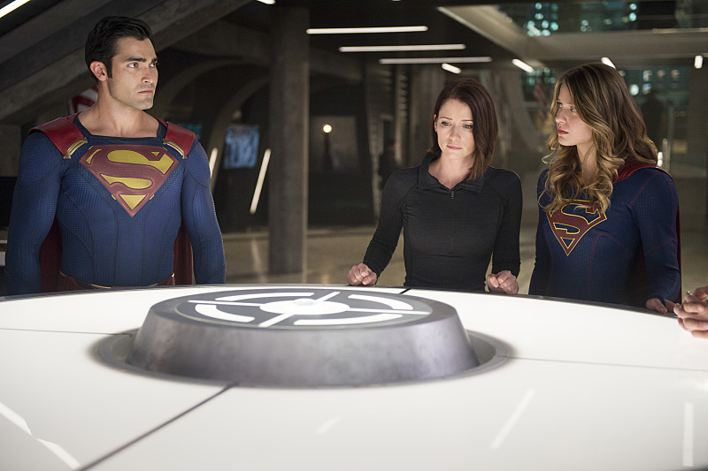 "Supergirl -- ""The Last Children of Krypton"" -- Image SPG202b_0268 -- Pictured (L-R): Tyler Hoechlin as Clark/Superman, Chyler Leigh as Alex Danvers, and Melissa Benoist Kara/Supergirl -- Photo: Diyah Pera/The CW -- © 2016 The CW Network, LLC. All Rights Reserved"