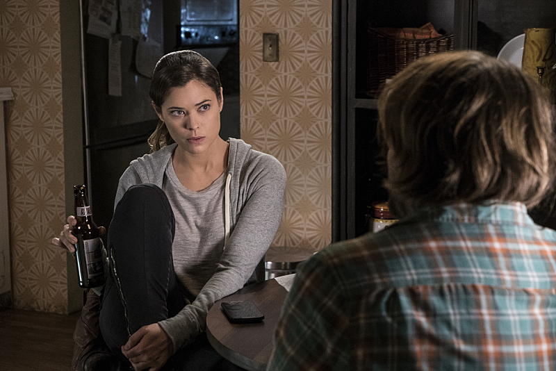 """Frequency -- """"Bleed Over"""" -- Image Number: FRG105a_0176.jpg -- Pictured (L-R): Peyton List as Raimy and Lenny Jacobson as Gordo -- Photo: Liane Hentscher/The CW -- © 2016 The CW Network, LLC. All rights reserved."""
